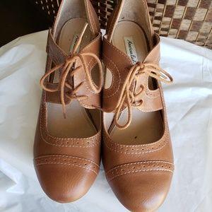 American Eagle Tan Shoes - Size 10M